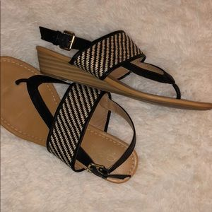 Joslyn Smith Shoes - 🔆2/$15 Shoes - Black & Tan Small Wedge Sandals